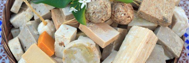 Les cosmétiques solides objectif zéro déchet avec des produits de soins 100 % naturels