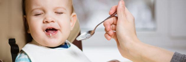 Bébé refuse de manger: Que faire?